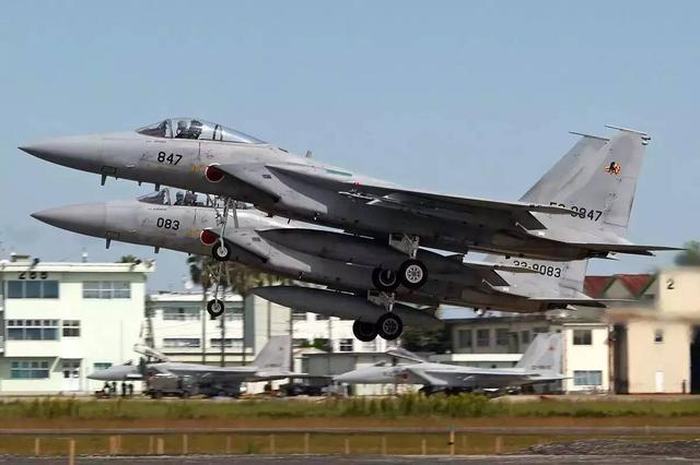 """日本F-15""""4盯1""""    对付中国军机 - 逍遥客 - 逍遥客的网易博客"""