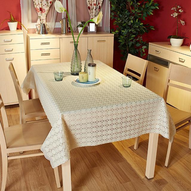 嫌吃饭的时候餐桌太单调?那就来一张桌布吧