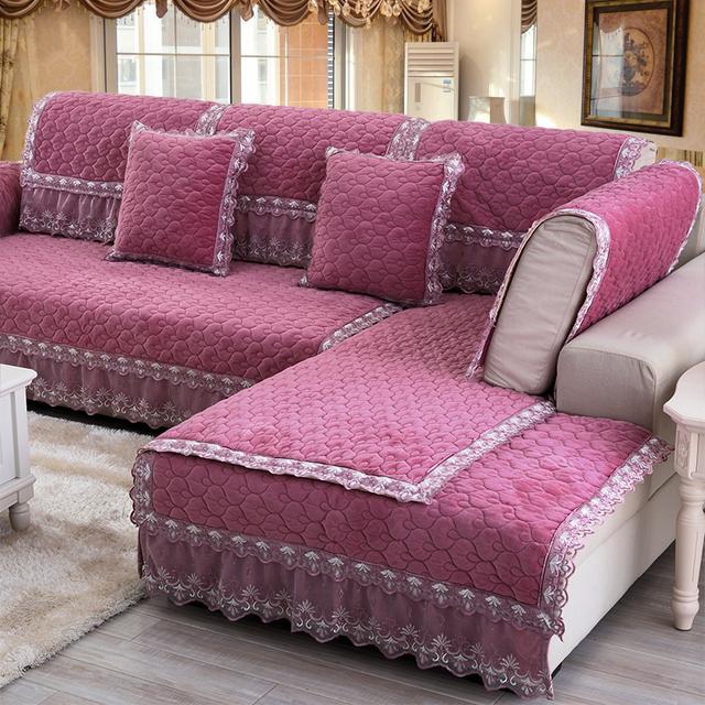 客厅里啥家具都不用换,简单换个沙发套,瞬间格调就变了