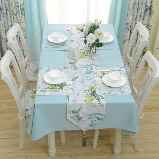典雅的餐桌布套系,给人柔和温馨之感,提升家居生活品质
