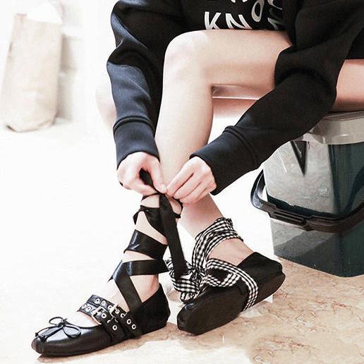 连杨幂都在穿的绑带芭蕾舞鞋,让你美翻整个春天