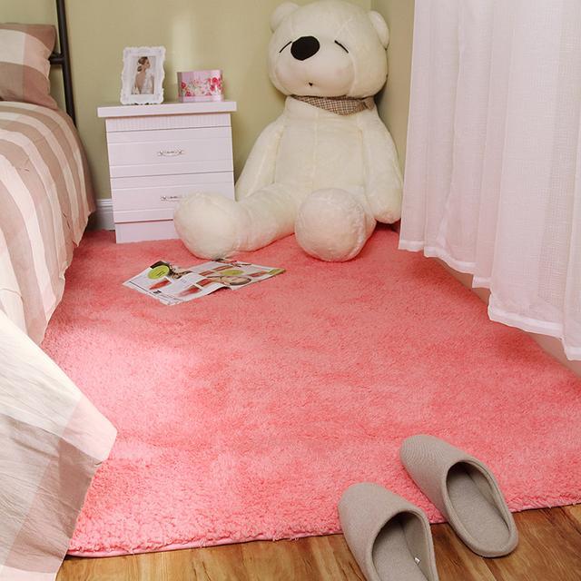 没错,就是这个触感,脚下的地毯