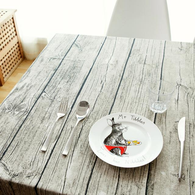 旧餐桌铺上一张精致桌布真的很好看