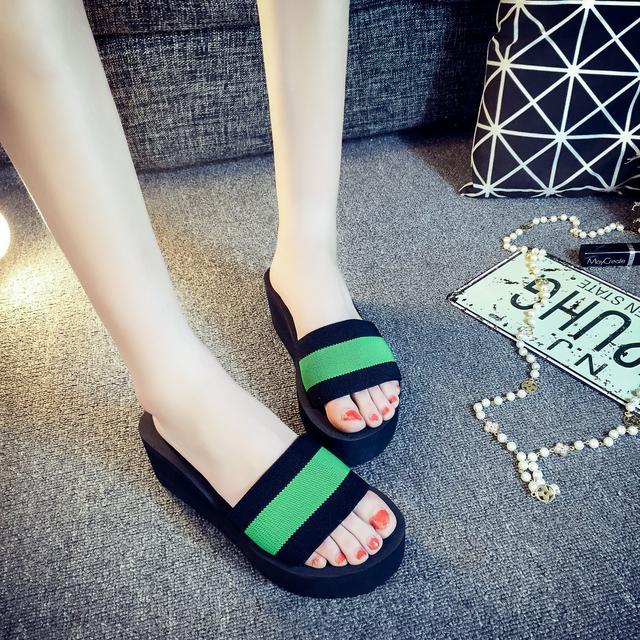 新款时尚坡跟一字拖鞋