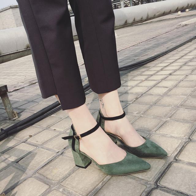 扔掉累脚的超高跟!中跟鞋同样凹出女人味~