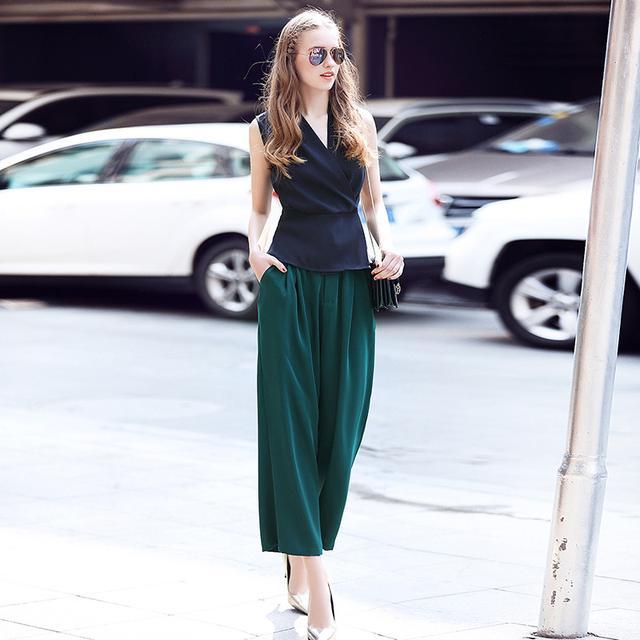 V领修身背心+阔腿裤时尚纯色套装