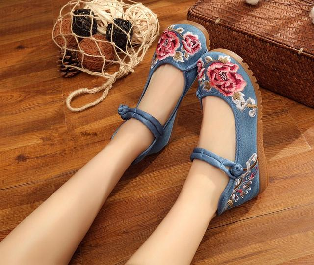 老北京平底绣花鞋