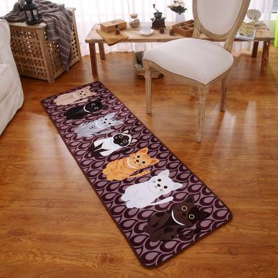 家中多了几款不一样的地毯,孩子像魔怔一样,和地毯玩的停不下来