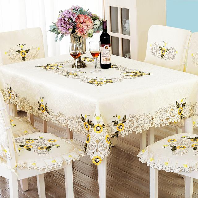 一套奢华大气的餐桌布,家中是不是显得更加高大上了