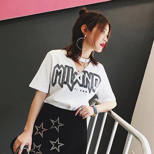 镂空V领印花白色T恤