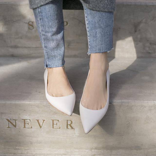 黑白色裸粉尖头低跟鞋