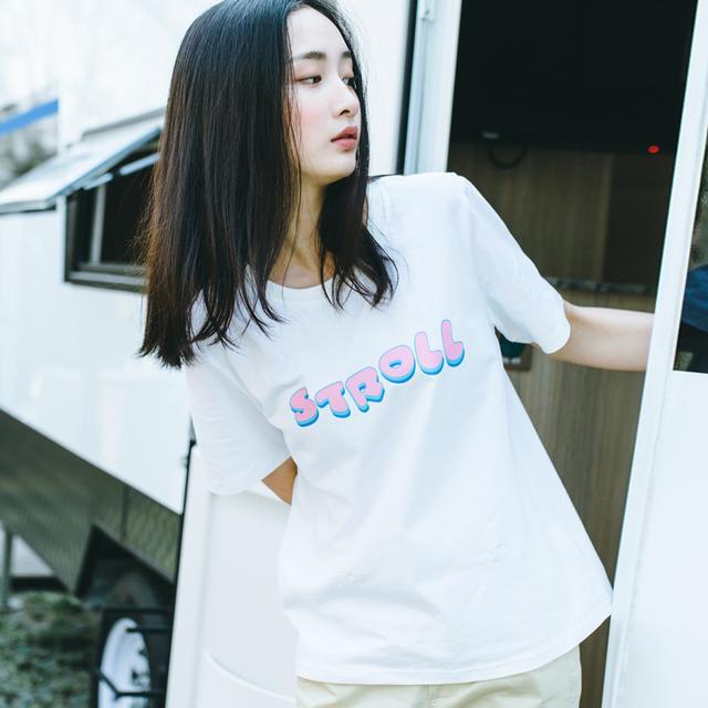 白色印花字母t恤