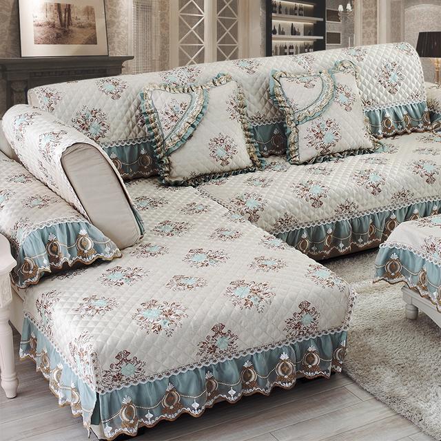 传统沙发垫早过时了,今夏流行凉冰丝的沙发垫,好看不贵还上档次