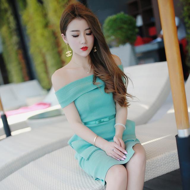 泰国潮牌一字领修身上衣+包臀半裙