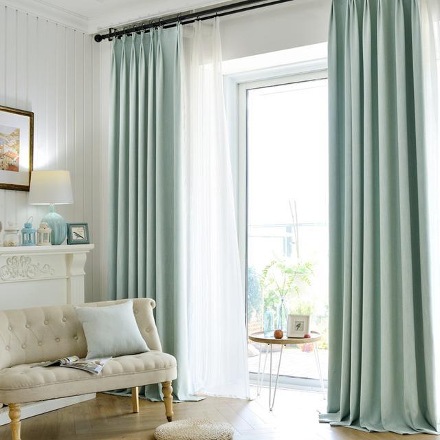 天气渐渐热了起来,用淡色系的窗帘给家里来点清新系列的革命
