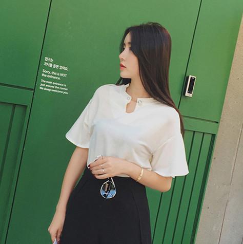 珍珠扣链纯色T恤