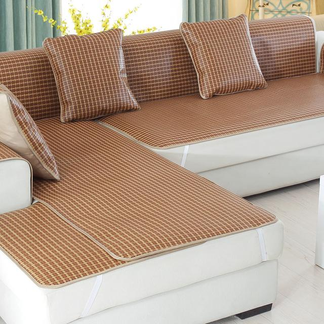 老式不透气的沙发垫已过时,今年流行竹席沙发垫,清凉大气显档次
