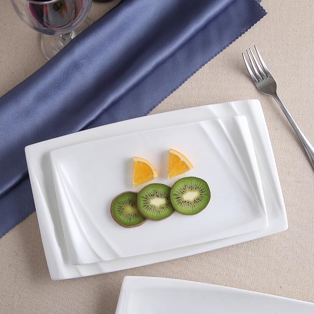 一份美味的食物就要用最精致的餐具来盛装才更显精致