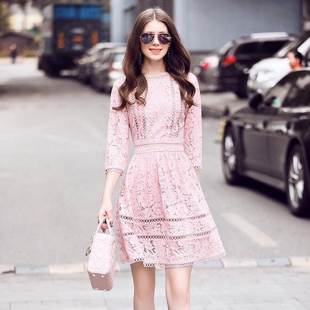纯色蕾丝连衣裙