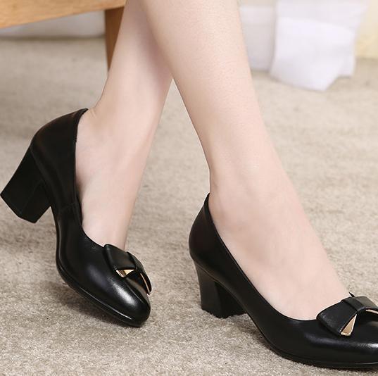 品牌中年妇女鞋
