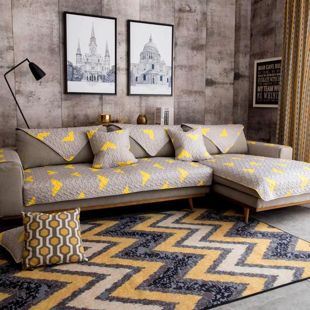 旧沙发改造小技巧,套上时尚大气的沙发垫,好看又时尚