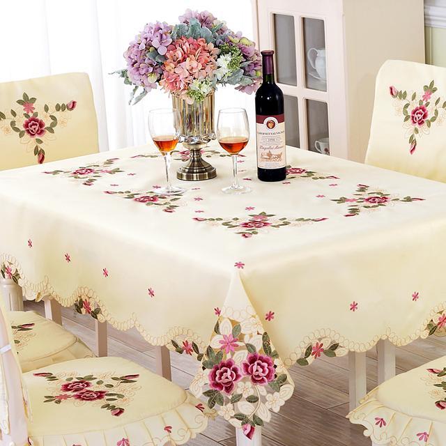 给家中的桌子配上一款大气的桌布妆点一番,瞬间高大上很多