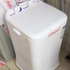 给宿舍置办一台迷你洗衣机,小巧不占地,一件衣服的水洗五件衣服
