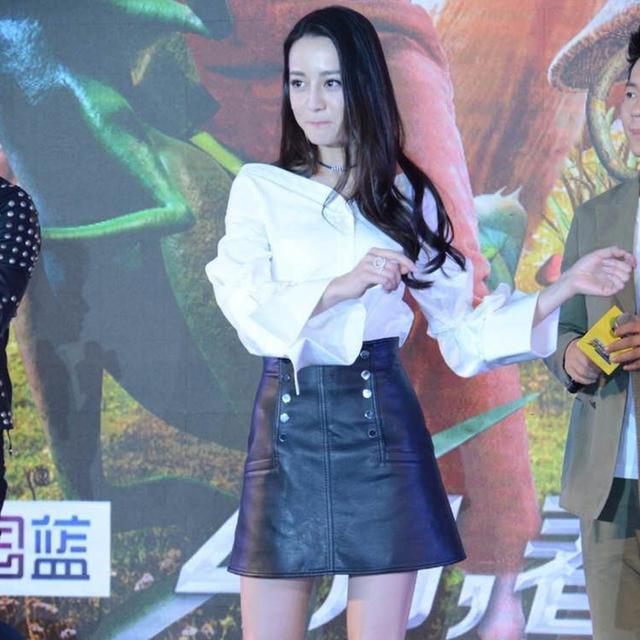 热巴与陈伟霆合作拍广告,高跟鞋与裙子更般配,直呼:胖迪真美