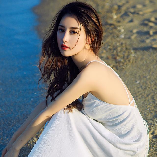 我只想美美的露个背,不说话!你来说说沙滩裙美不美?不带一个