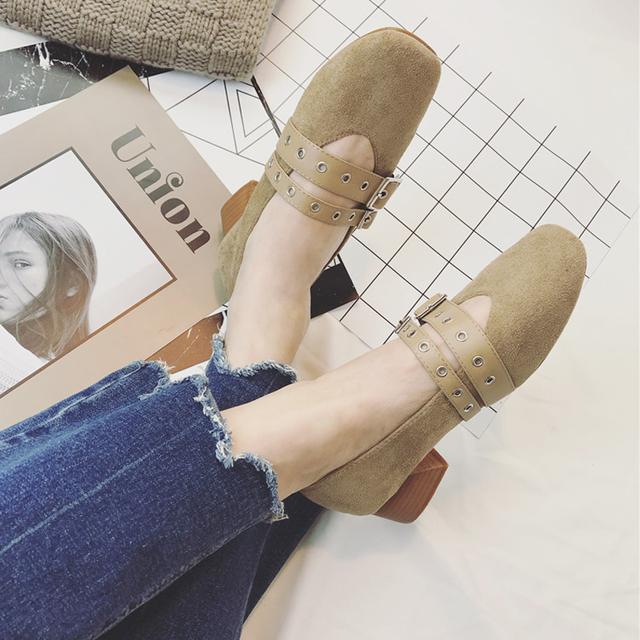 小白鞋已经烂大街了,今年流行粗跟鞋,久穿不累还有女人味