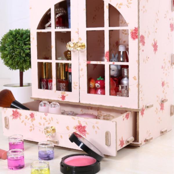 瓶瓶罐罐的化妆品太多,各类精致的化妆品收纳盒,还桌面整洁干净 护肤品,化妆品,复古风,桌子,塑料 IT之家  5