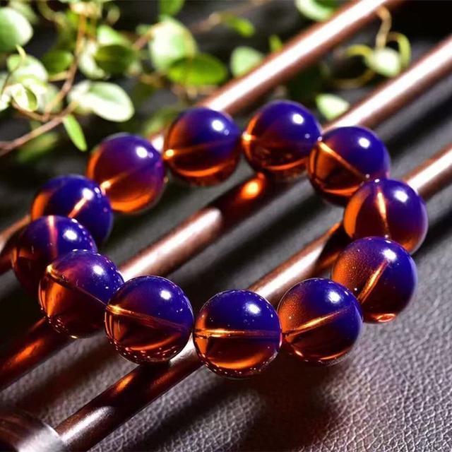 金银首饰过时了,蜜蜡手串不仅贵气旺财运,还对身体有8种好处