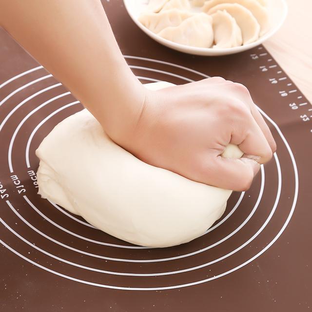 每次煎饺子总是糊了?试试这个小秘诀加工具,饺子外焦里嫩真美味