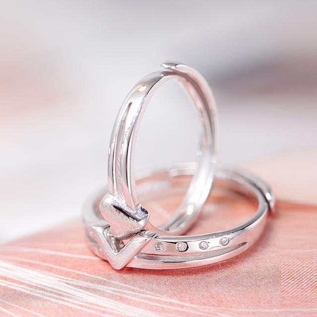 银戒指款式-情侣对戒心相应