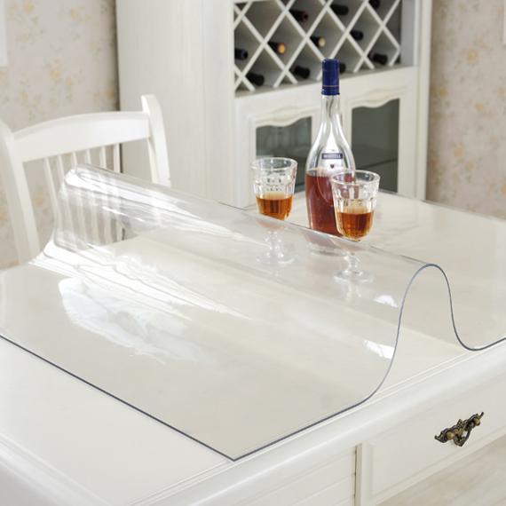 还在用传统桌布?现在流行这种软玻璃,防水还防烫