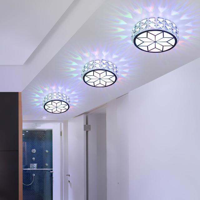 搞装修的姨夫说,射灯还是水晶的大气高贵,家里来客人倍儿有面