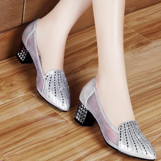 比凉鞋穿起来更方便,舒适凉爽真皮网纱单鞋,若隐若现的性感撩人