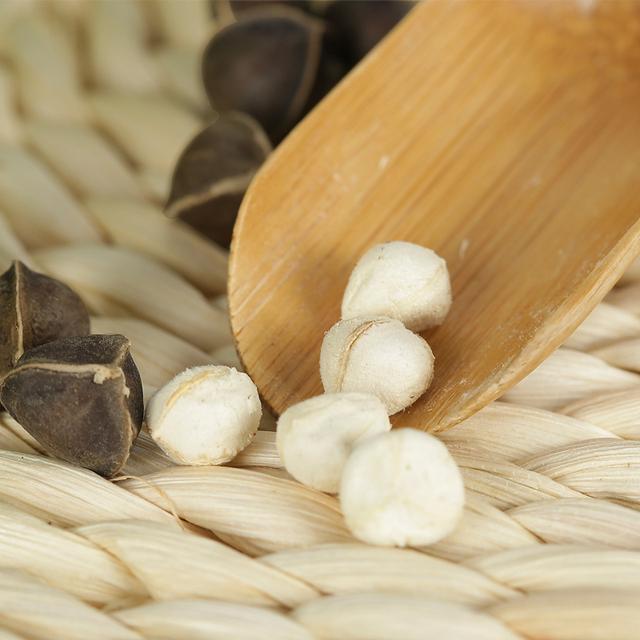 压力大白发越来越多?每晚睡觉前来一把,让白发慢慢变黑发