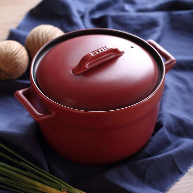用陶瓷汤锅才能煲出的汤才会沁人心脾,好汤当然要用好的汤锅来煲