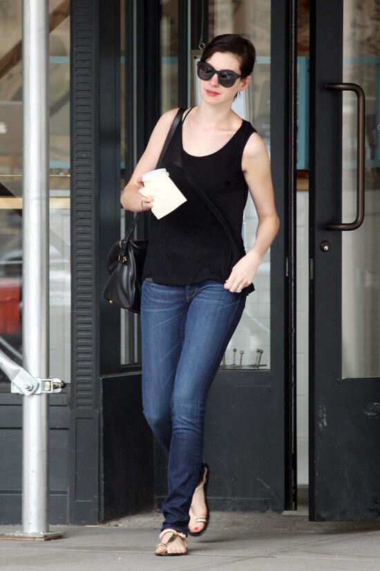 牛仔裤还是要有的,搭配好一样变成街拍女王
