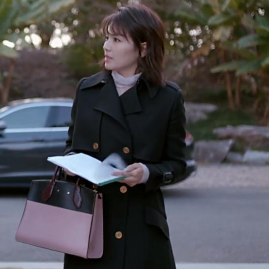 别不信,风衣给你的优雅大气不止一点点,连刘涛马伊�P也在这样穿