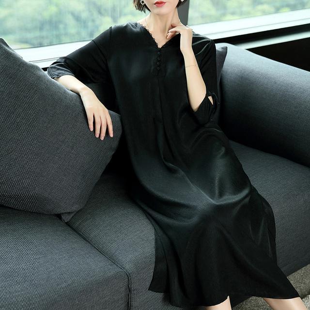 女人过了40岁,就该优雅一点,穿这样的裙子,将优雅融进灵魂
