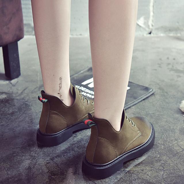 冬天别穿雪地靴了!巨丑!现在流行这样的马丁靴,时髦又洋气
