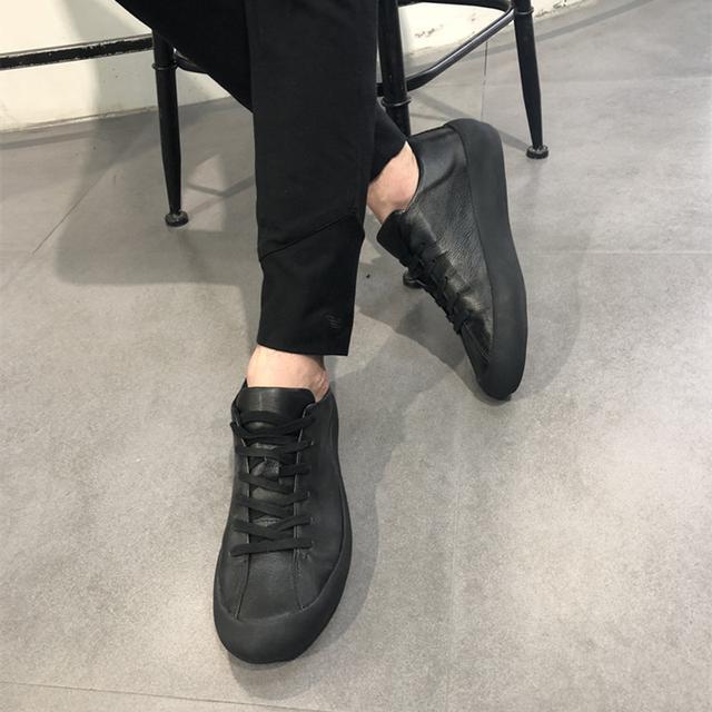 """女有小白鞋,男有小黑鞋,17年流行的12款""""小黑靴""""有型到爆"""