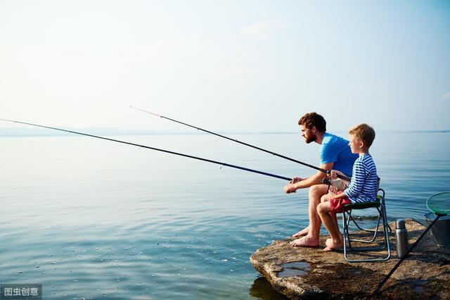 """秋季钓鱼用蚯蚓,几个秘密技巧,掌握后""""连.杆""""到手软"""