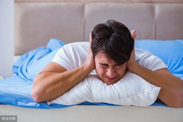 40岁后的男人,夜里老失眠?或许是更年期到了,赶紧了解下吧