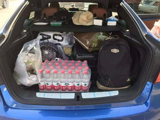 建议车主:跑高速后备箱别只带水,备上这几样,自驾长途安全舒适
