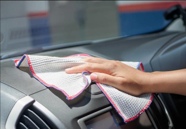 不管开什么车,车内灰尘多别用抹布擦,简单几招,干净如初