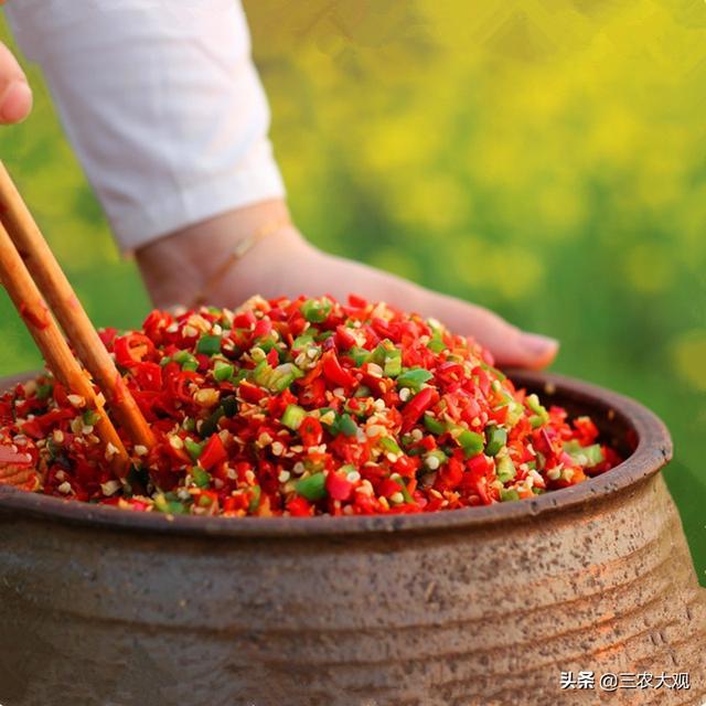 """湖南特产,农家辣椒酱手工制作,香辣味美,比""""老干妈""""都好吃"""