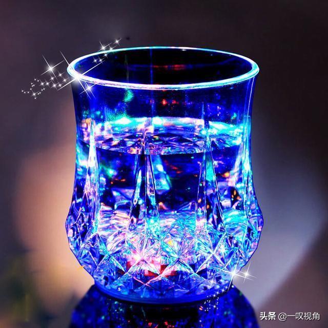 """刚出的水杯,""""倒水即亮"""",人称""""七彩杯"""",喝茶喝酒大气显高雅"""